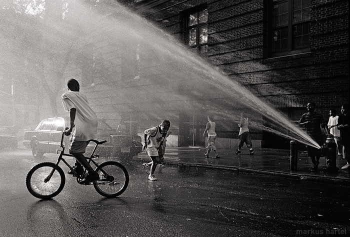 Kids-and-fire-hydrant